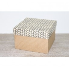 Подарочная коробка 150*150*100, с крафт дном, узор